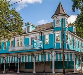Stroll with a Local in New Orleans , Sightseeing Tours in United States