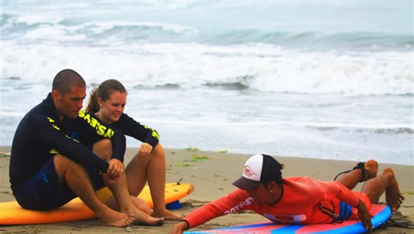 Surf classes in Chepillo Island, Surf en Isla Chepillo