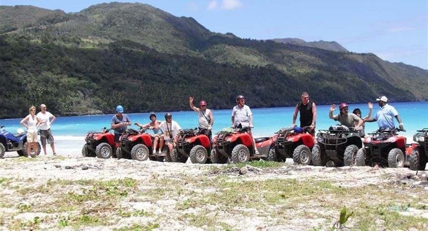 grupo en tour playa rincon, Aventura Todo Terreno hacia Playa Rincon