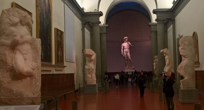 4 prisoners - tiqy, Galeria La Accadamia: El David y Mucho Más