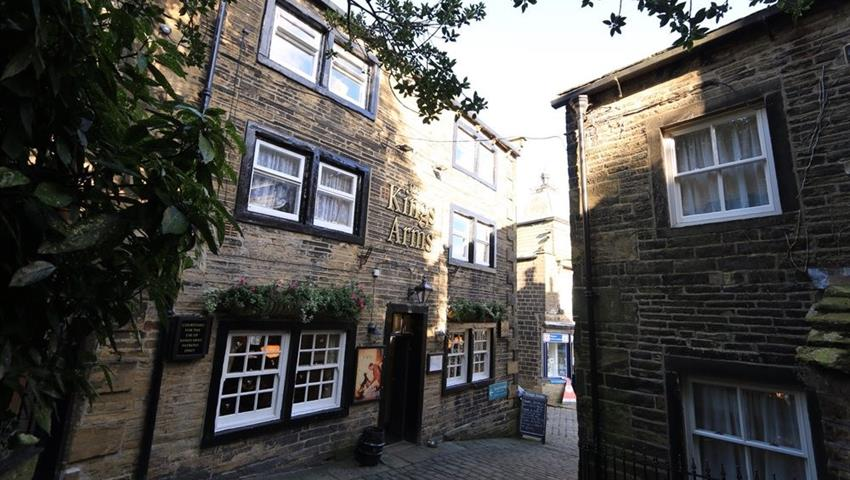 The Bronte's parsonage  - Tiqy, The Bronte's Parsonage & Historic Yorkshire