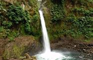 another view of the waterfall, El Reino de los Bosques Lluviosos y su Fauna Tropical