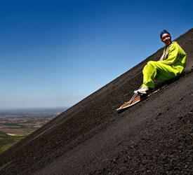 Volcano Boarding Hacia Abajo Tour, Tours De Volcanes en Nicaragua