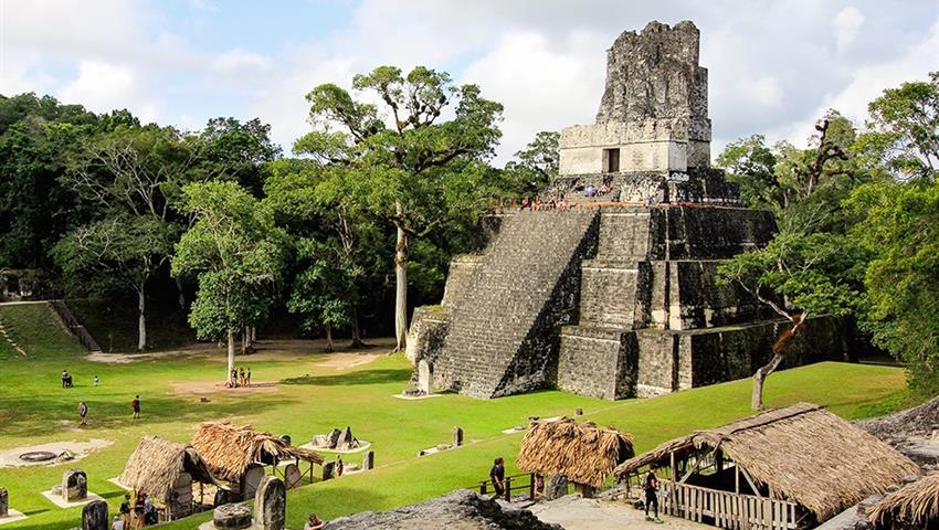 pyramid, Recorrido Diario a Pie por Tikal