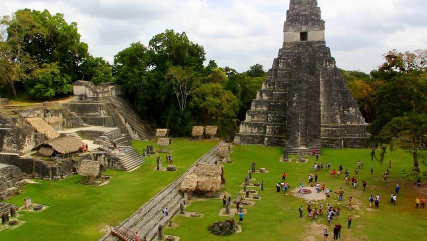 pyramid03, Recorrido Diario a Pie por Tikal