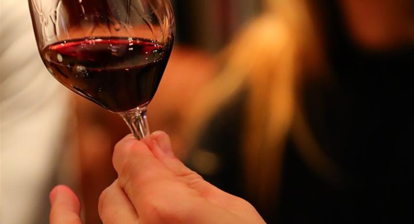 Tour de France of Wine glass of wine, Tour de France of Wine