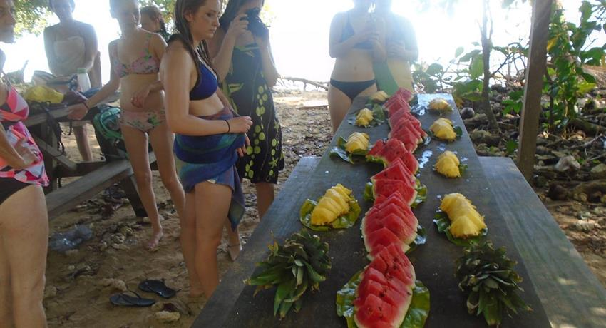 rest in Punta Cahuita with fruits - tiqy, Snorkeling in Cahuita Coral Reef