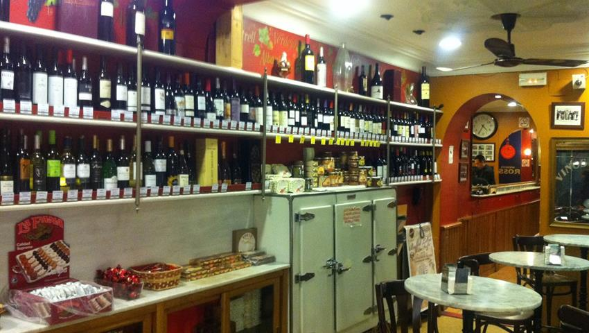Tapas tasting in a bar - Tiqy, Wine and Tapas Route