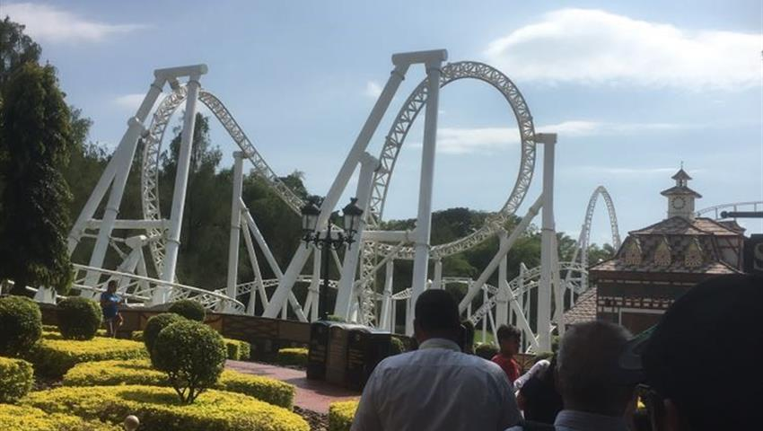 Xetulul and Xocomil Theme Parks in Rethaluleu, Xetulul and Xocomil Theme Parks in Rethaluleu