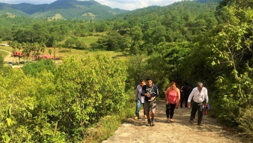 zapotrek southern sierra green path,  Tour to the Caves of the Southern Sierra